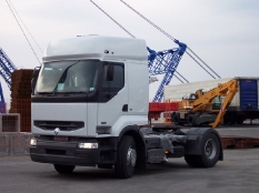 Renault von Bourg-en-Bress (Frankreich) nach Trieste (Italien) überführt