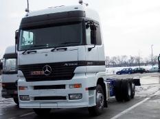 Mercedes Benz Rechtslenker von Woerth am Rhein nach Zeebruegge (Belgien) überführt